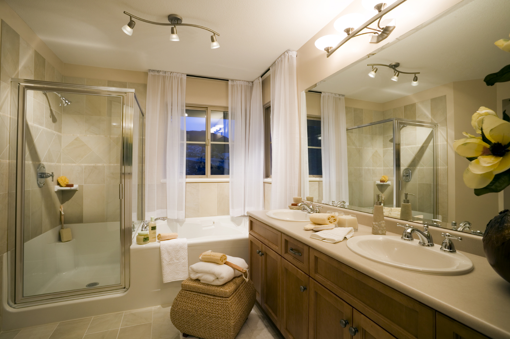 Bathrooms united building remodeling painting for Bathroom contractors